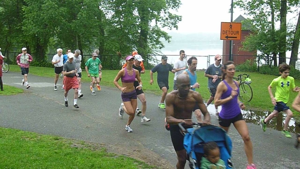 Fartlek mixes hard and easy efforts