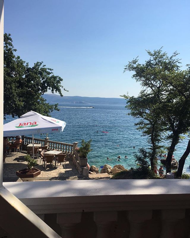 Coffee views from @dejanknespl 's health retreat in Croatia this summer! Plenty of swims, runs, yoga and healthy food! 🐠Excited for the next one in April 2018!! #croatia #mediterannean