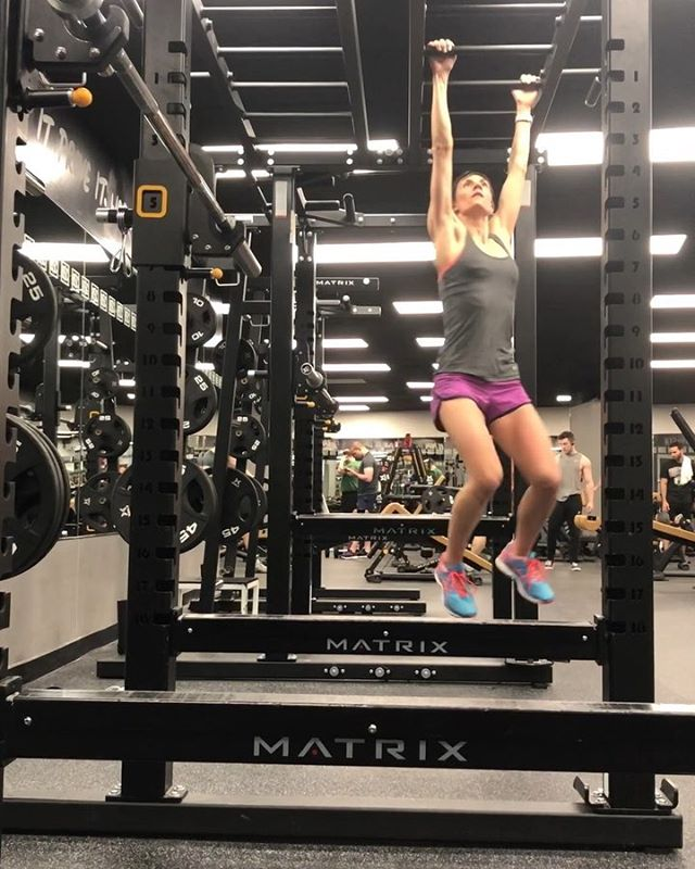 Bored of the ground? Upper Body Strength Circuit to keep training fun:  1️⃣Monkey Bars for as long as you can #thereandback  2️⃣6-8 Pull Ups 3️⃣15-20 Push Ups  4️⃣6-8 Chin Ups  Repeat 3-4 rounds!  Using our fave bands from @letstrain  #upperbody #strength #spartan #bodyweighttraining #boredoftheground