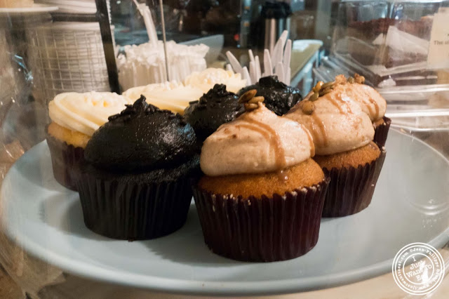 image of cupcakes at Milk and Cookies bakery in NYC, New York