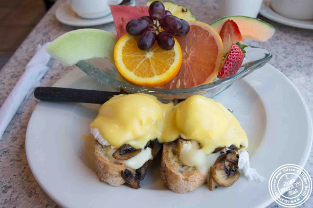 image of eggs benedict at O gateries in Longueuil near Montreal, Canada