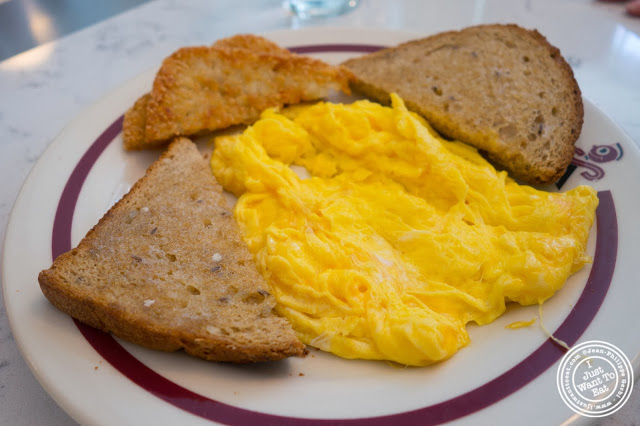 image of scrambled eggs at Schnackenberg's in Hoboken, NJ