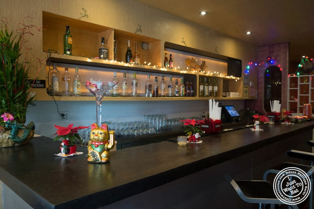 image of bar at E-San Thai in Murray Hill, NYC, New York
