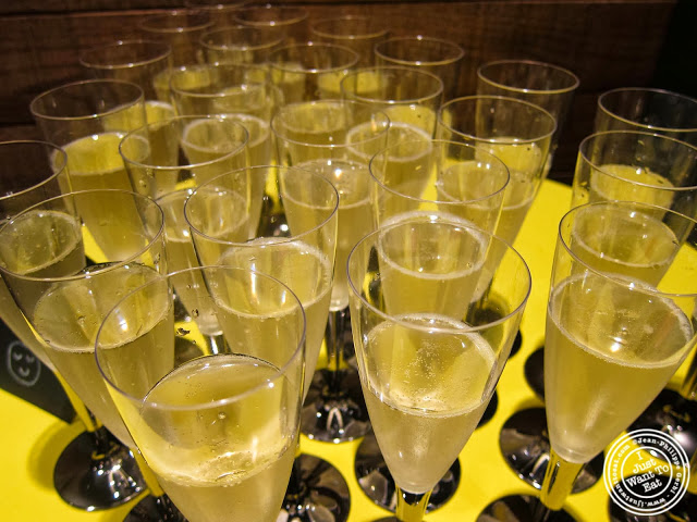 image of Prosecco at Pie Face in Chelsea, New York