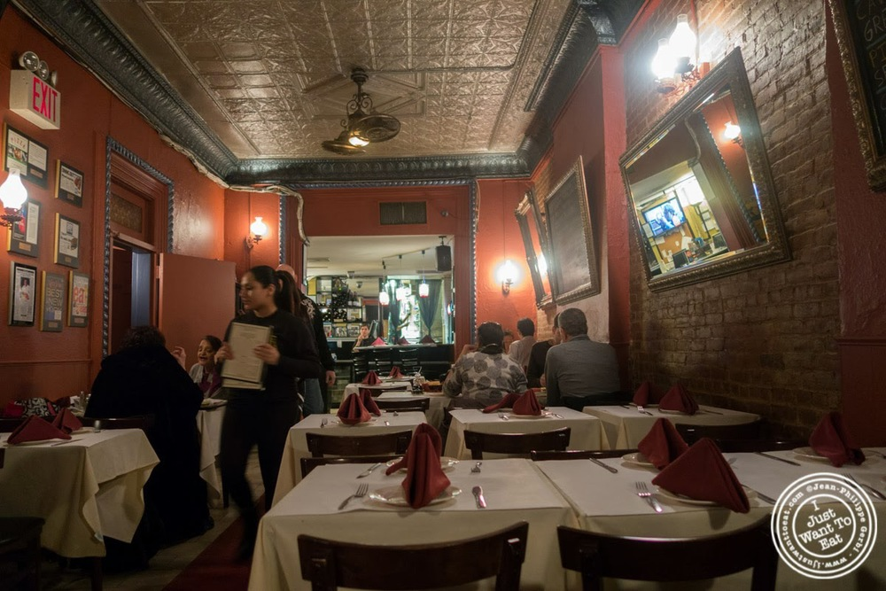 image of dining room at Lazzara's Pizza and Café in the Garment District, NYC, New York
