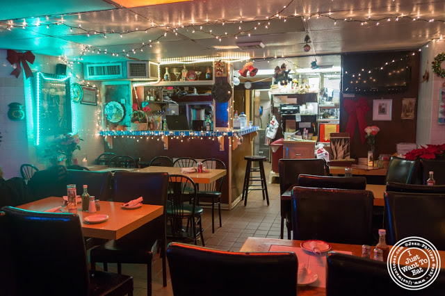 image of dining room at El Maguey Y La Tuna on the Lower East Side, NYC, New York