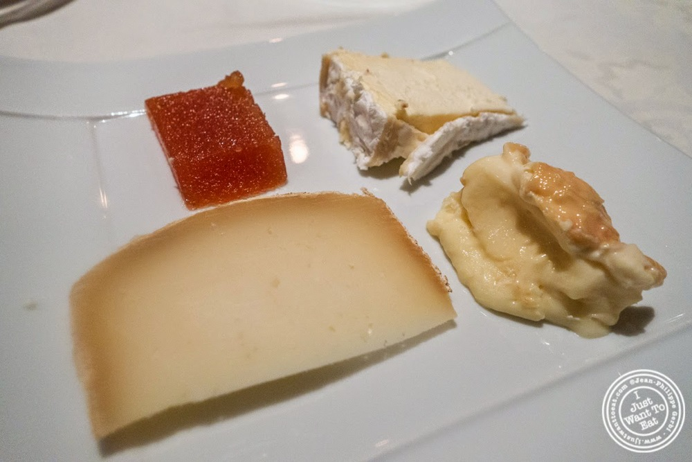 image of cheese plate at Le Rempart in Tournus, France