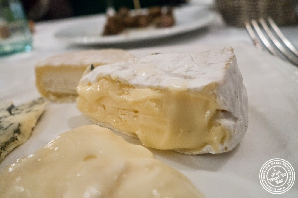 image of coulomier cheese at Le Chaudron in Tournon, France