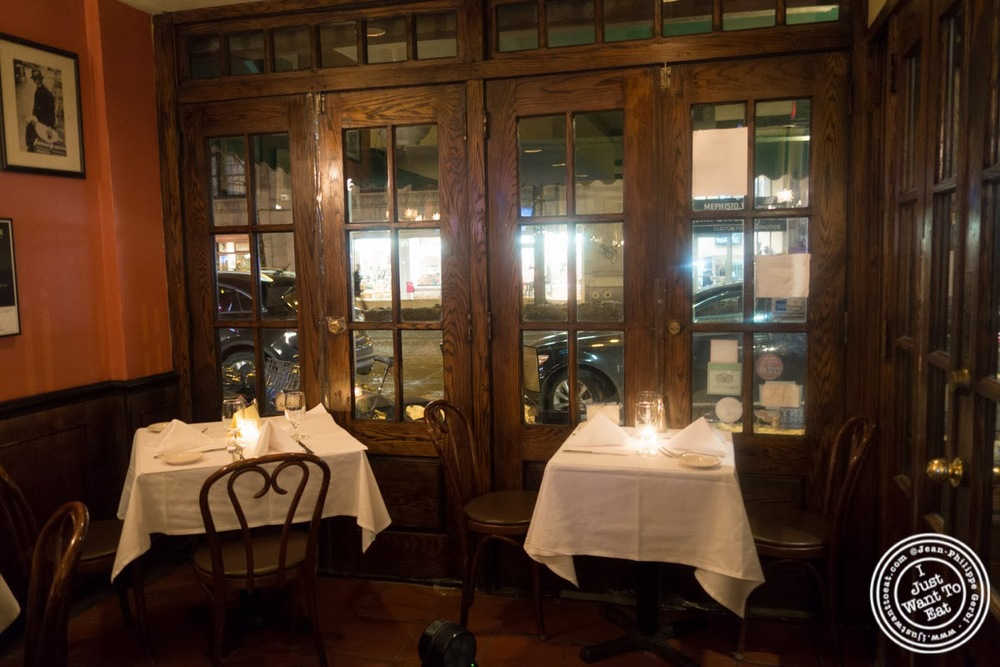 image of dining room at Sel et Poivre on the Upper East Side, NYC, New York