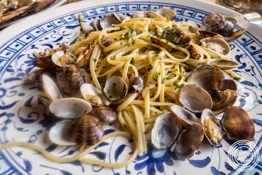 image of linguine alle vongole at Borgo Antico in Florence, Italy