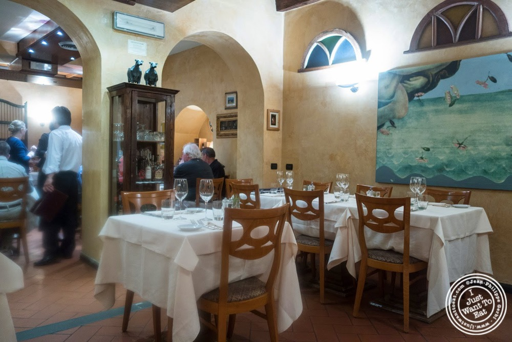 image of dining room at Il Caminetto in Florence, Italy