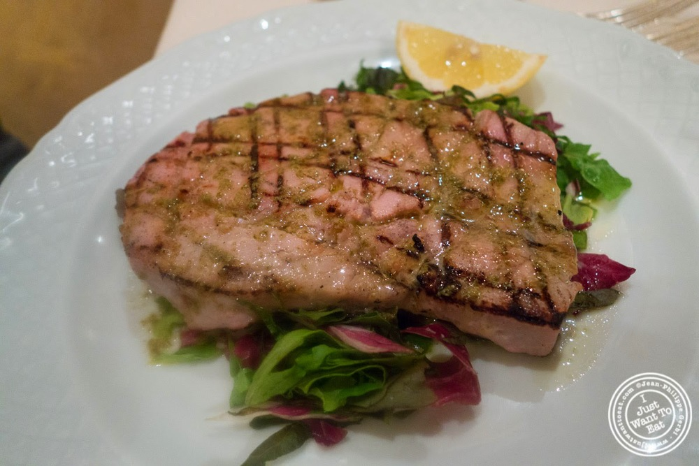 image of seared tuna at Il Caminetto in Florence, Italy