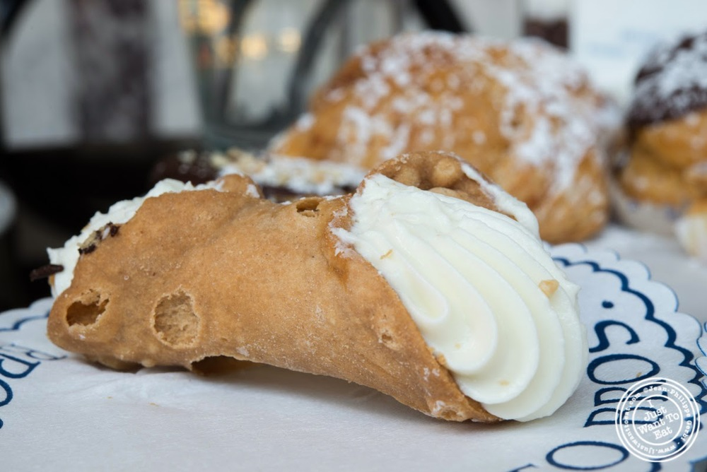 image of cannoli at Fortunato Brothers, Italian Bakery in Williamburg, Brooklyn, NY