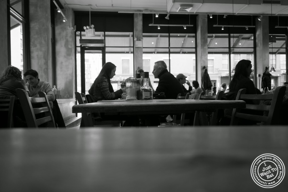 image of dining room at Le Pain Quotidien in Tribeca, NYC