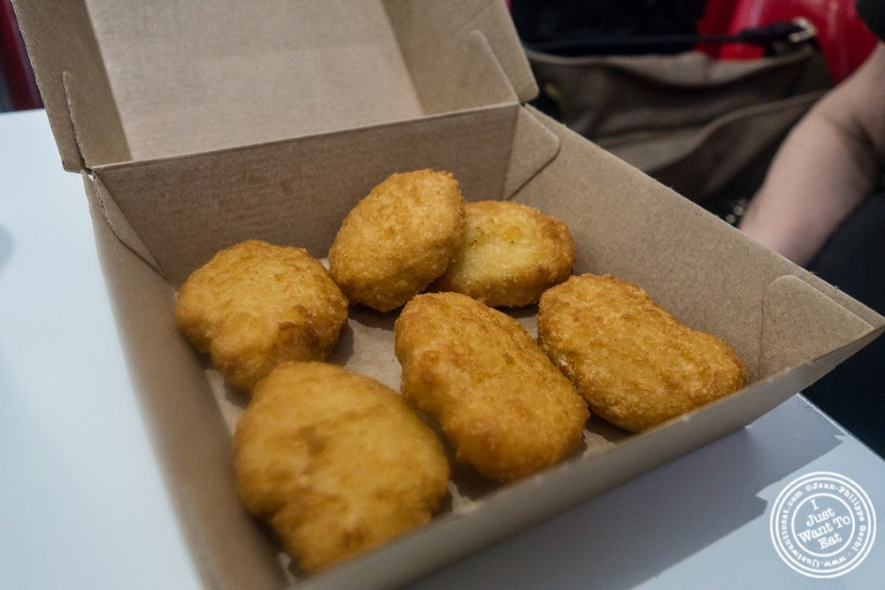 image of chicken nuggets at Greg and Jerry's Burger and Fries in Grenoble, France