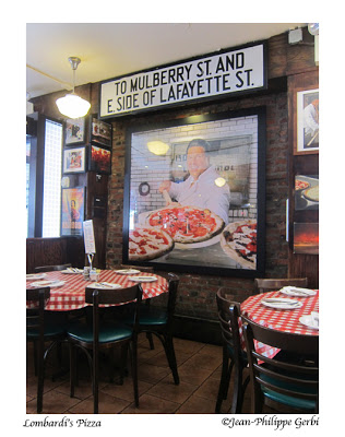 Image of the Dining room Lombardi's Pizza in NYC, New York - the oldest pizzeria in the US