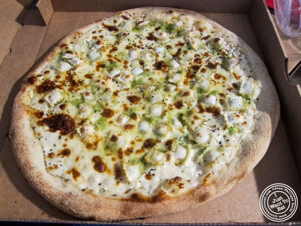 image of pizza with ravioles in France