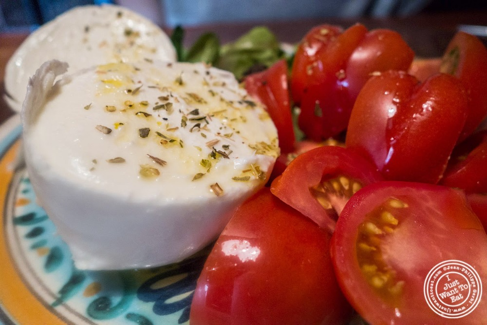 image of tomato and mozzarella salad at Osteria Santo Spirito in Florence, Italy