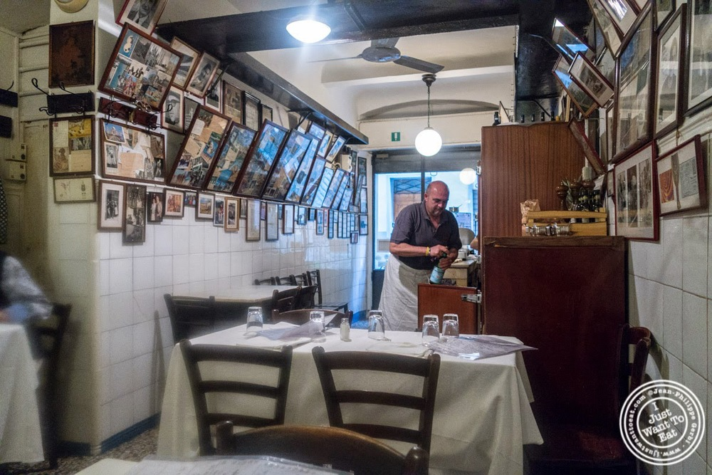 dining room at Trattoria Sostanza, communal dining in Florence, Italy