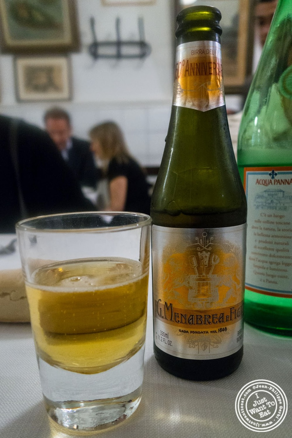 beer at Trattoria Sostanza, communal dining in Florence, Italy