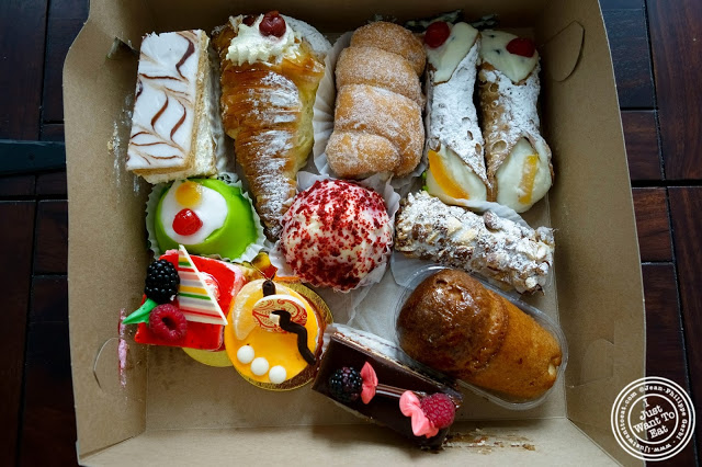 image of box of pastries at Villabate-Alba in Bensonhurst, Brooklyn, New York