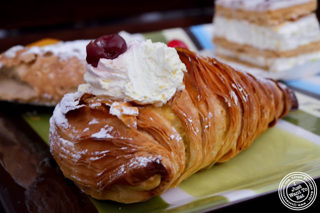 image of zuppa Inglese horn at Villabate-Alba in Bensonhurst, Brooklyn, New York