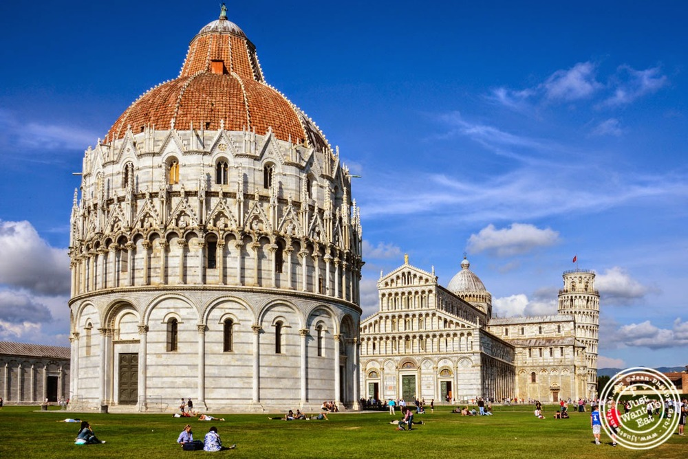 image of the cathedral and leaning tower in Pisa, Italy
