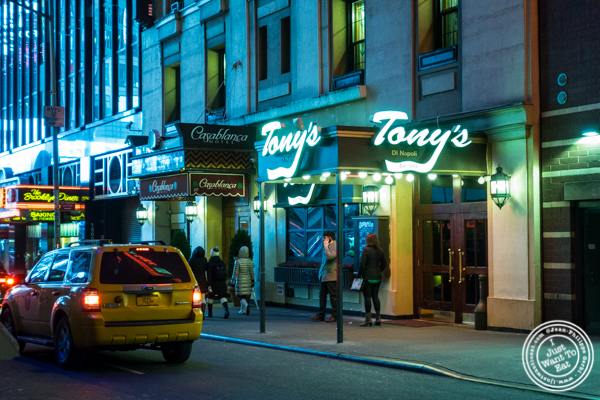 Tony's di Napoli in Times Square, NYC, NY