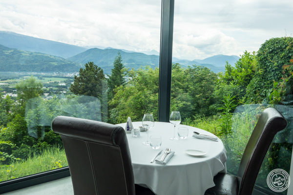 Dining room at La Corne D'Or in Corenc, France
