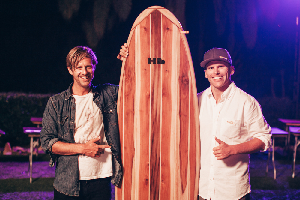 Jon Foreman approving the board he helped design. Photo:  @BethanyMarieCo