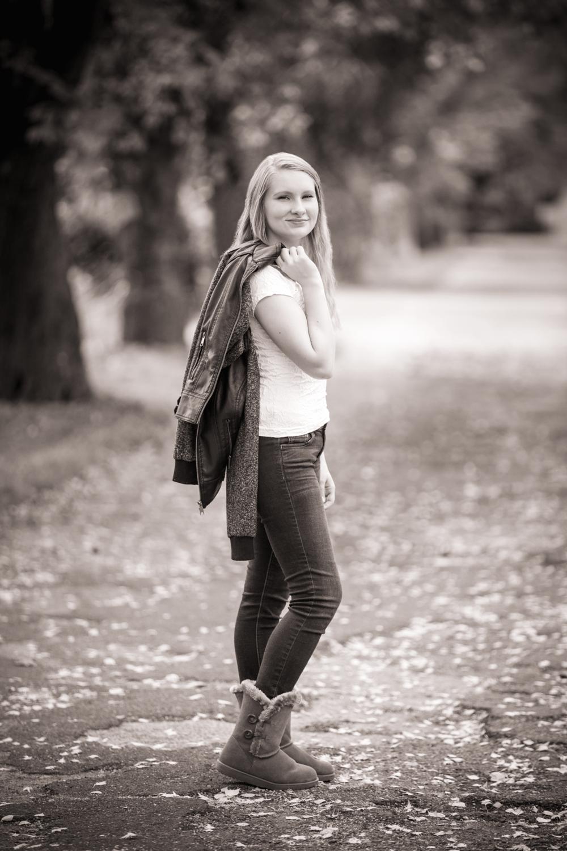 Albany Oregon-outdoor Senior Portrait-Jessica
