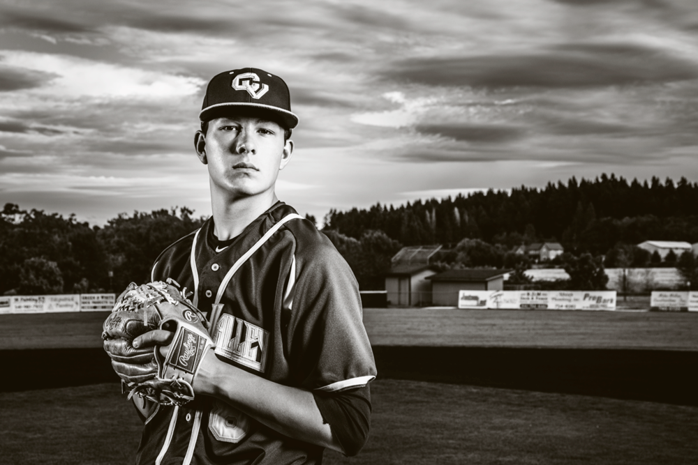 sports senior pictures - sports senior portraits-Corvallis-Oregon-baseball-mitt-outdoords