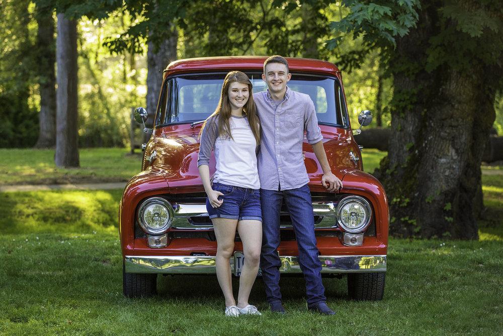 Boyfriend senior portraits in Albany Oregon