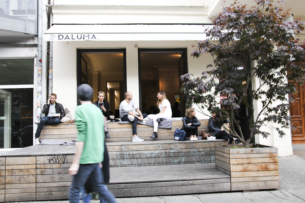 Cold-pressed juices, healthy bowls, and an inviting ambience at Daluma in Berlin.