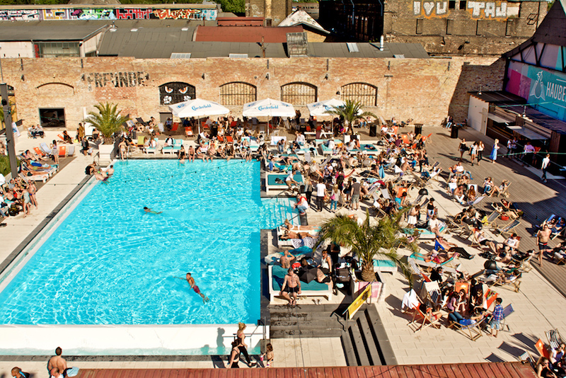 The Haubentaucher Berlin pool is really a place where you can make a day of it.
