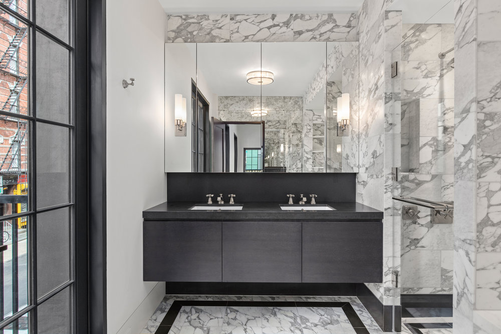Thompson_Main-Bathroom2.jpg