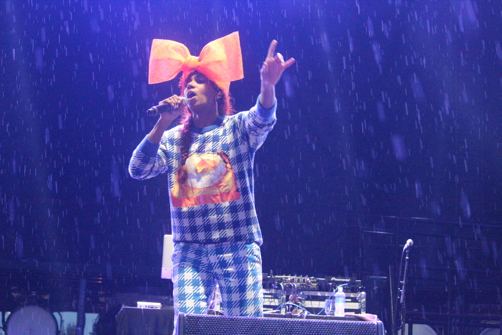 Santigold braves the rain