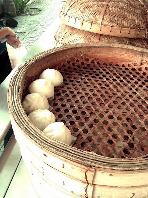 Bangkok Thailand - street food - salat paow