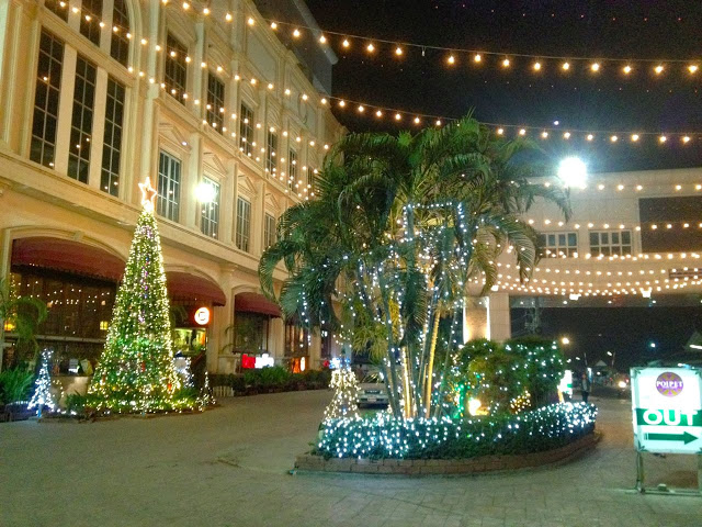 Christmas in Poipet, Cambodia casinos and Christmas trees