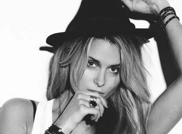KATE ELSWORTH   Singer/Songwriter/DJ/Producer