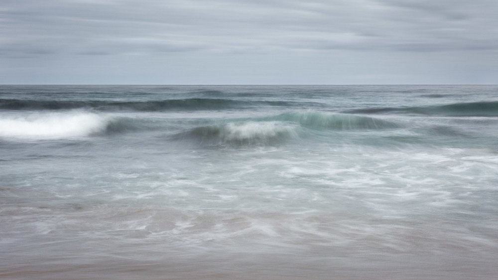 HELEN TRENERRY Photographer - Seascape - Moody Waves