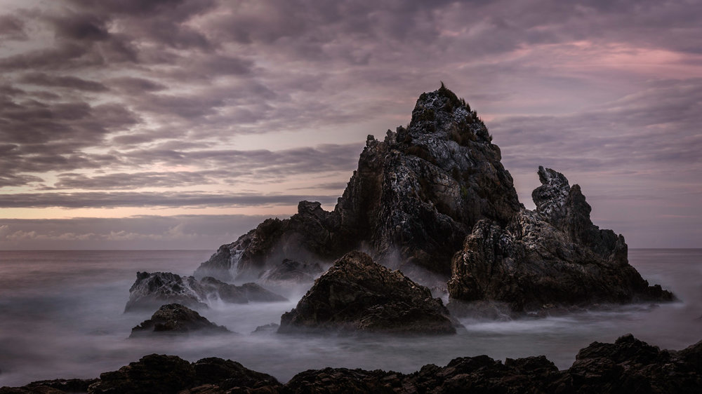 HELEN TRENERRY Photographer - Seascape - Moody Rocks