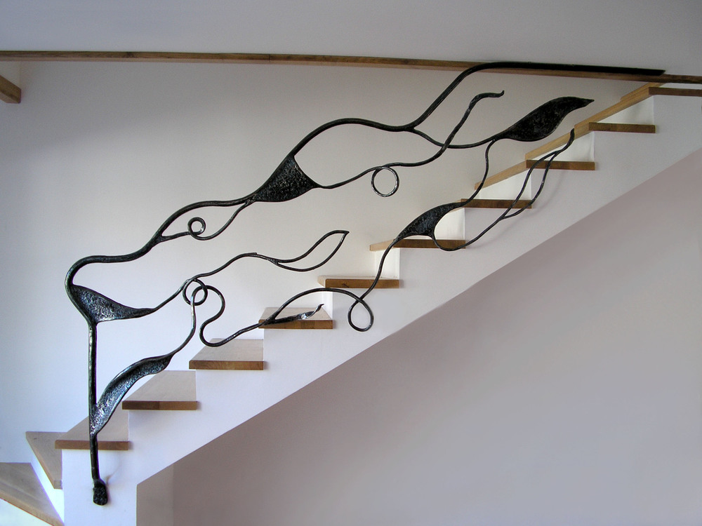 Unikatna skulptura i zastitna ograda, materijal kovano gvozdje u enterijeru koji oplemenjuje vas stan. Stepeniste od kovanog gvozdja.    Rad Nikole Pantovica