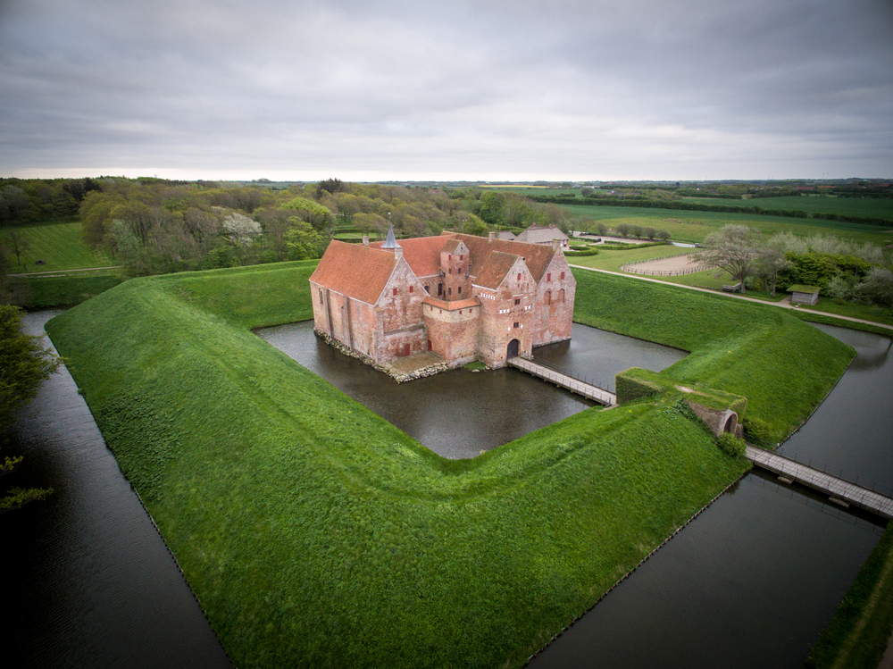 Drone-foto fra Spøttrup Borg i Midt og Vestjylland.