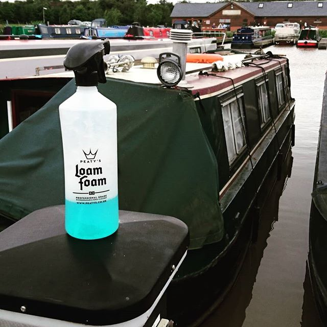 @peatysproducts Loam Foam: Helping Sons cleaning Dad's boat since 2018. Not just for bikes! #peatys #mtb #fathersday