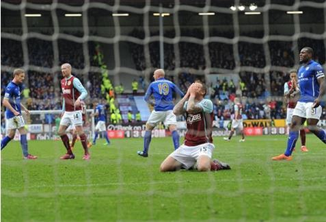 El penalti errado por Taylor puede ser crucial en la temporada (Fotografía: Burnley FC)