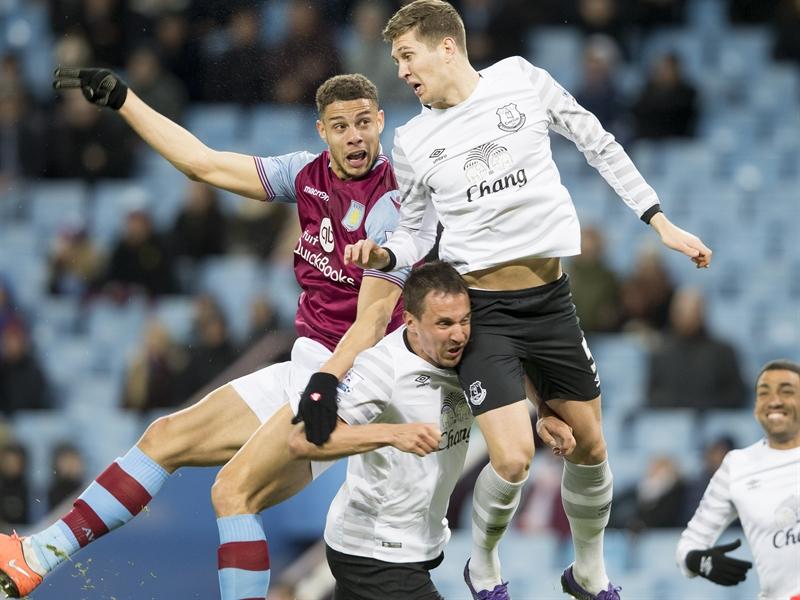 Rudy Gestede en un lance del partido | Fotografía: Aston Villa FC