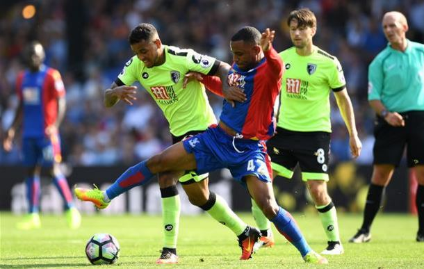 Joshua King (Bournemouth) y Jason Puncheon (Crystal Palace) | Fotografía: AFC Bournemouth