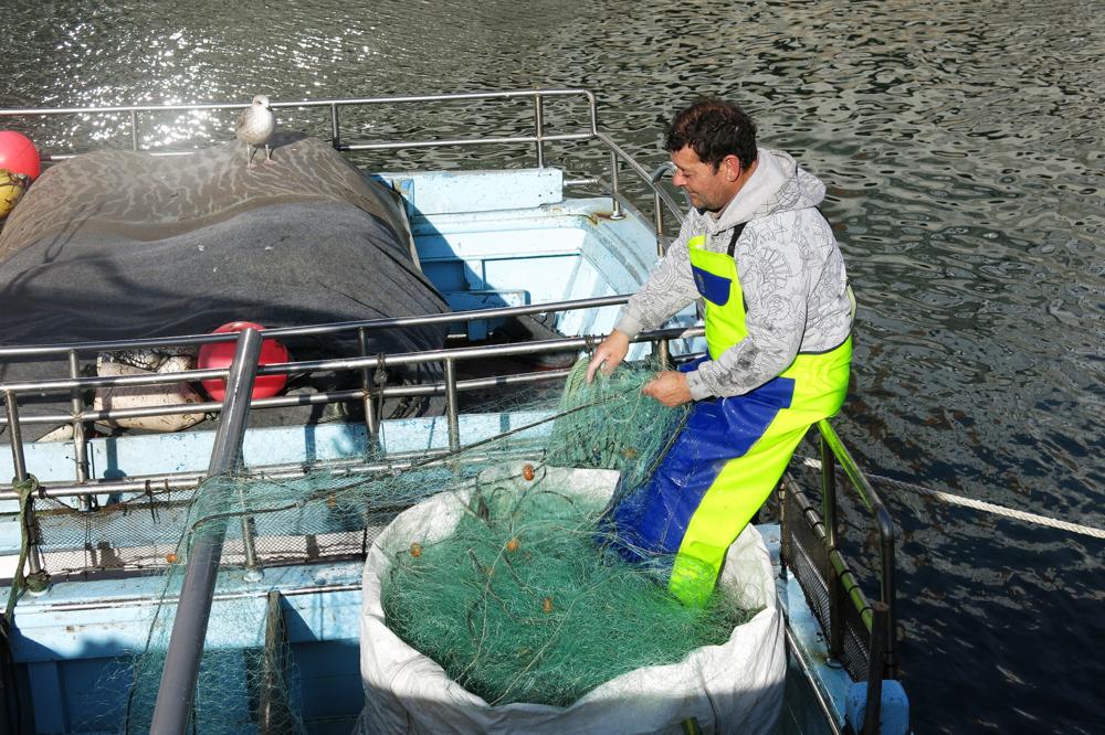 Malpica-fisherman-fish-nets-Paula-Barbeito.JPG