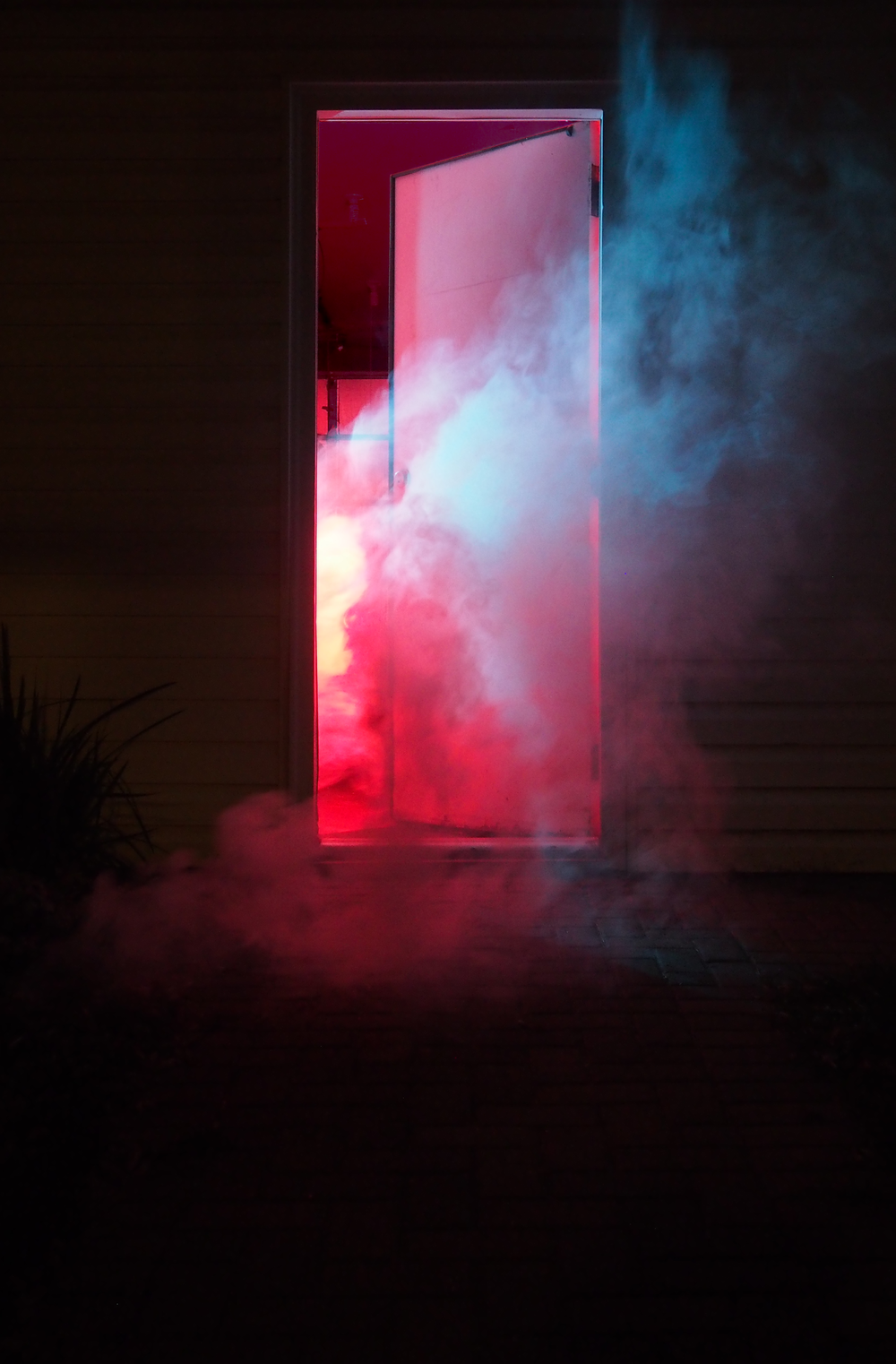SmokeAndLights_GarageDoor_01.png